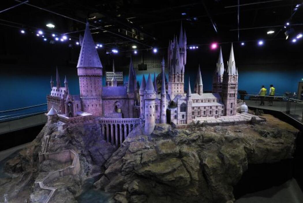 Sabemos que la famosa escuela de magia y hechicería está muy lejos de la...