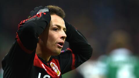 'Chicharito' se rompió la mano y se perderá el inicio de la Bundesliga