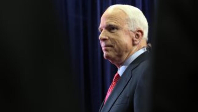 El senador John McCain (republicano de Arizona) integra el grupo biparti...