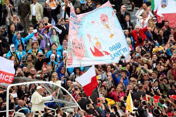 Entre un mar de fieles, el papa Francisco se retiró así de...