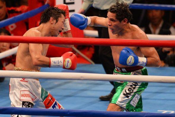 El mexicano no pudo conectar con solidez al campeón.