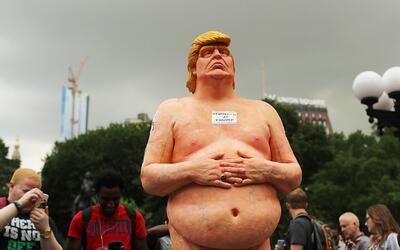 Comprador anónimo paga miles de dólares por un Donald Trump desnudo