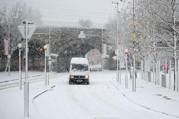 Las rutas quedaron llenas de nieve lo que dificultó la visión y el trans...
