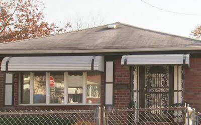 Arrestan a sospechoso de balear a una pareja en una casa de Jamaica, Queens