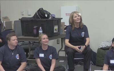 Una academia busca inspirar a jovencitas en profesiones que desempeñan m...