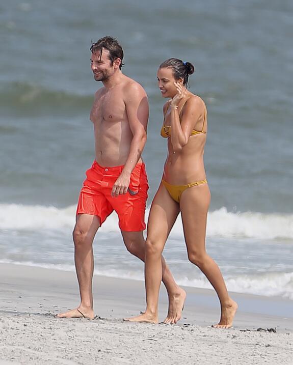 Irina Shayk ya conoce a la madre de Bradley Cooper TID_BCAISE150906_21.JPG