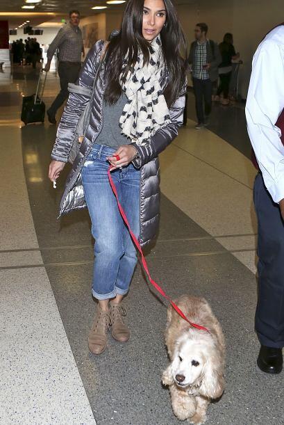 Desde el Aeropuerto de Los Ángeles, esta familia elegante se va de viaje.