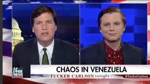 Entrevista de Tucker Carlson, presentador de Fox News, a un activista de...