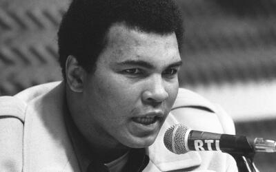 El boxeador Muhammad Ali durante una conferencia de prensa.