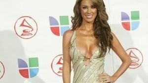 Jacqueline Bracamontes llega más sexy que nunca a Latin GRAMMY.
