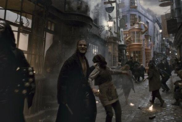 Dave Legeno reconocido por su papel como hombre lobo en 'Harry Potter' f...