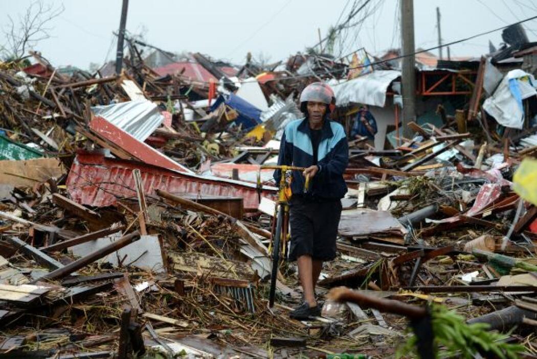 Unas 10,000 personas podrían haber muerto en la provincia filipina de Le...