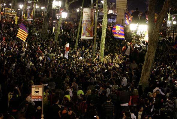 Las Ramblas de Barcelona se llenaron de aficionados culés para celebrar.