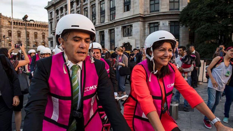 Angel Mancera, jefe de gobierno de la Ciudad de México, junto a Anne Hid...