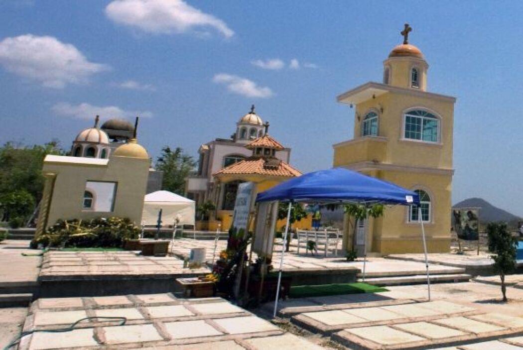 El 'narcocementerio' cuenta con mausoleos de dos o tres niveles construi...