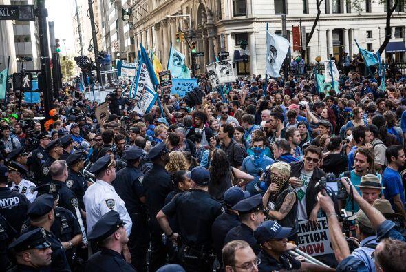 Este lunes miles de activistas se congregaron en el distrito financiero...