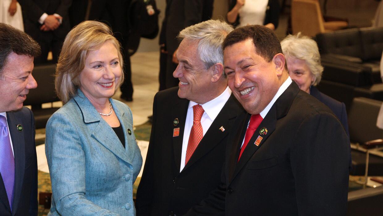 Clinton y Chávez se dan la mano en 2011