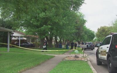 Asesinan a mujer a tiros dentro de una casa al noreste de San Antonio