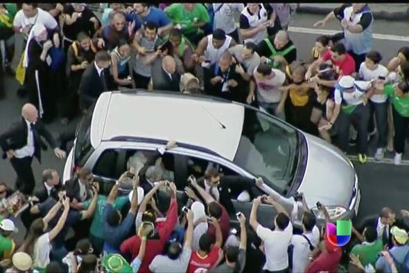 Durante su visita a Brasil, la seguridad del papa Francisco se vio empa&...