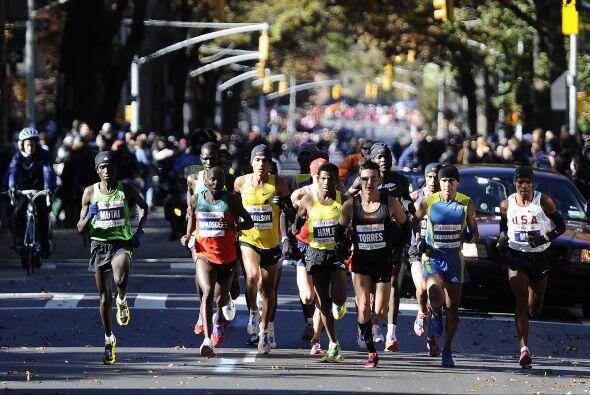 Más de 45 mil corredores de diferentes países dieron la arrancada en la...