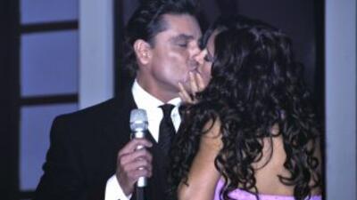 Dorismas y Osvaldo Ríos muy acaramelados.