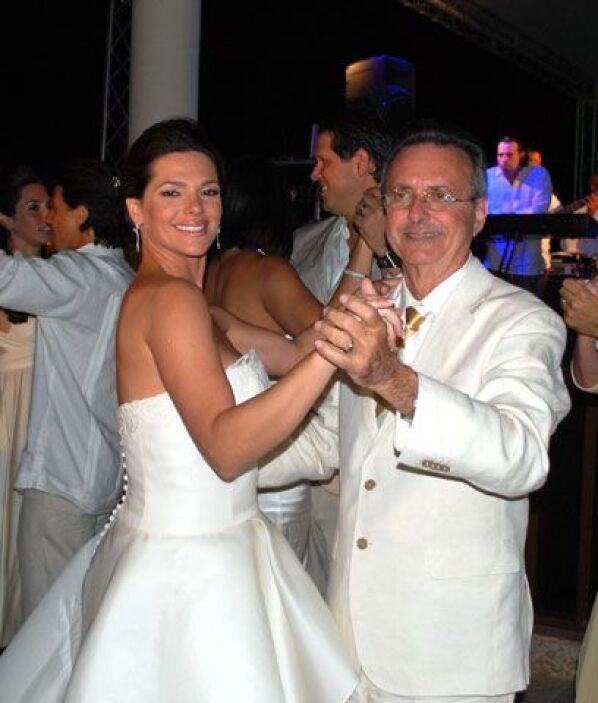 Baile toda la nocheDespués del baile de novios, la pareja bailó al ritmo...