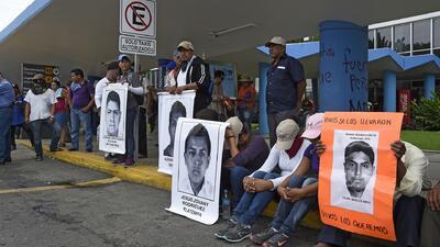 Manifestantes bloquean aeropuerto de Acapulco
