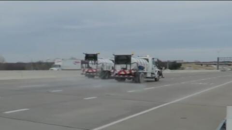 Autoridades de Dallas vigilan las carreteras para evitar su congelamiento