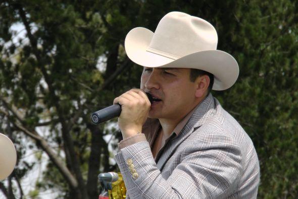 En Univision.com tenemos en exclusiva un adelanto del nuevo disco de Jul...