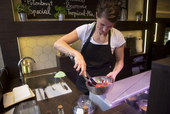 Katharina Warkalla, una experta en nutrición animal, es la dueña del lug...
