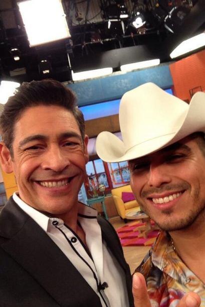 """""""Ya llego, ya esta aquí nuestro amigazo @EspinozaOficial que pronto cant..."""