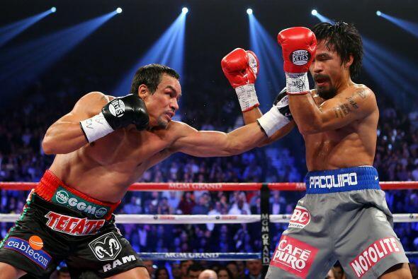 16.-Derrotando al campeón  El 8 de diciembre el boxeador mexicano Juan M...