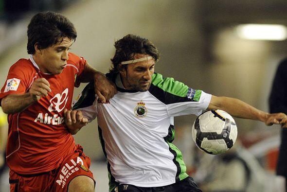 En otro de los encuentros de la jornada Racing Santander y Mallorca empa...