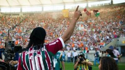 El astro brasileño fue presentado previo al duelo entre Fluminense y el...