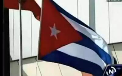 Cae la bandera cubana al llegar Raúl Castro a Venezuela