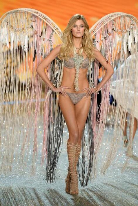 Constance Jablonski fue otro angelito que desfilo para Victoria's Secret...
