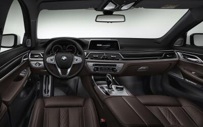 Interior del BMW Serie 7 con BMW Connected Drive