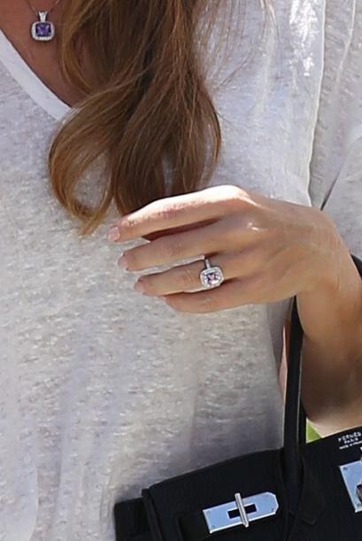 ¡Alguna vez la vimos presumiendo tremendo anillote!
