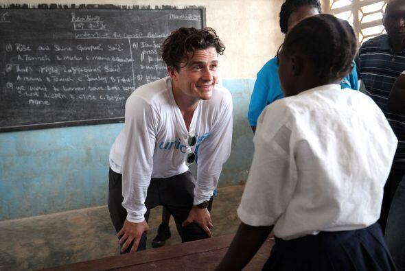 También visitó una de las escuelas que estuvo cerrada dura...