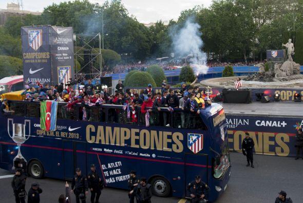 Gabi, Simeone y toda la plantilla y el cuerpo técnico hicieron disfrutar...