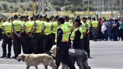 Agentes de la policía de Quito participan en un ejercicio de seguridad e...