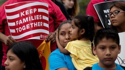 Manifestantes en contra de las deportaciones.