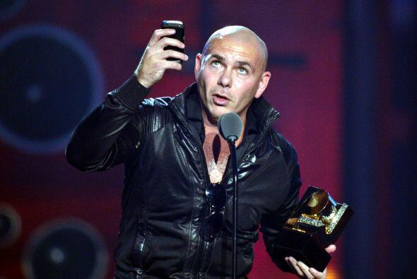 Pitbull se llevó la noche de los Premios Juventud con su carisma,...