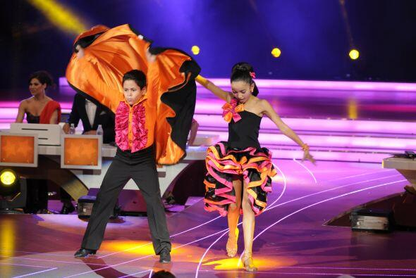 Los bailarines cada show nos sorprenden con ritmos más difíciles, esta v...