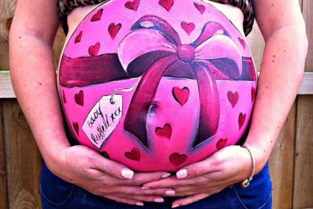 Ahora plasma divertidos y originales dibujos en el vientre de las mujere...