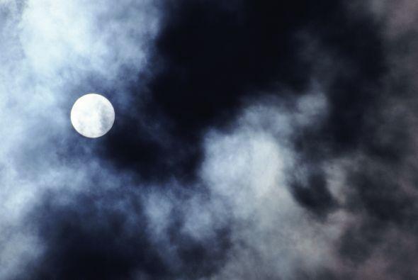 Viernes 16 de julio, la luna en fase nueva salió a 12;28h y se puso a la...
