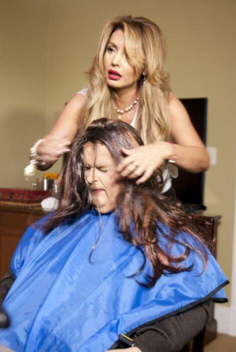 Cuando el maquillaje quedó listo fue hora de probar la peluca.