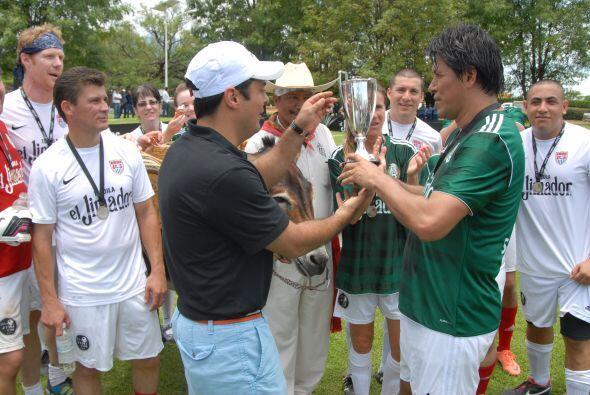 Pero un trofeo también estaba en disputa, la 'Jimi Cup', que fue...