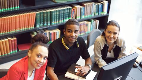El costo de la educación universitaria no debe desalentar las met...