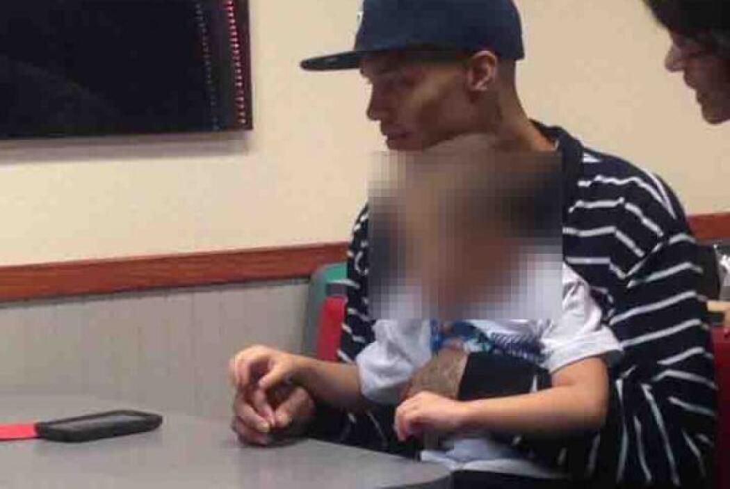 En esta foto aparecen junto a la supuesta madre de Jeremy Meeks, según l...